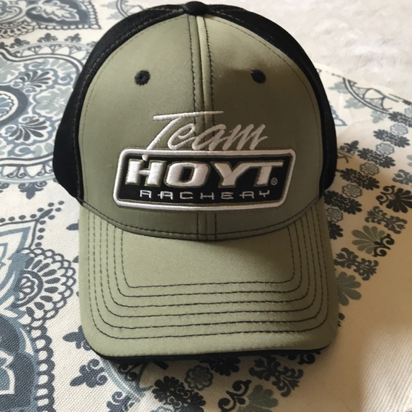 cc6f5ca15bf hoyt Other - Green and black Hoyt Archery baseball hat